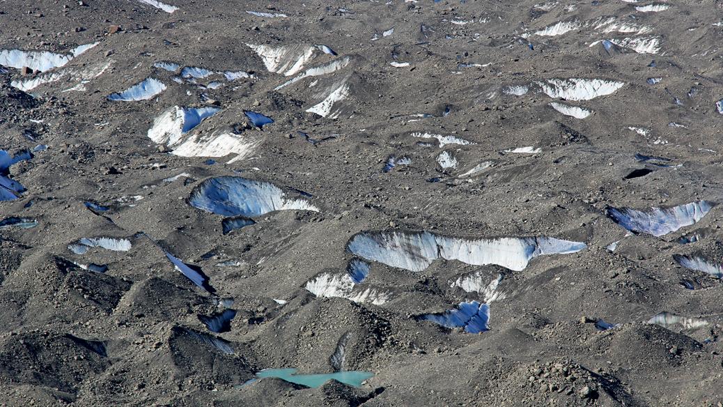 Gletscherspalten und Geröll