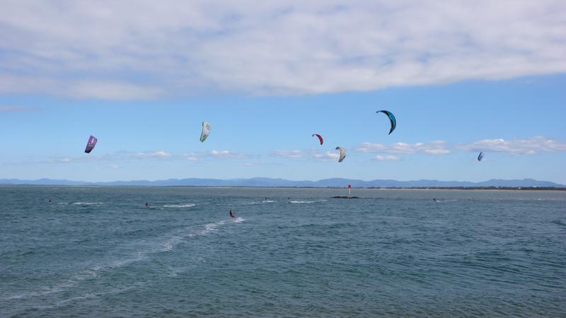 jedemenge Kitesurfer