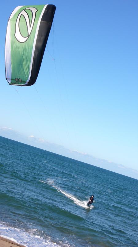 Amanda beim Kitesurfen