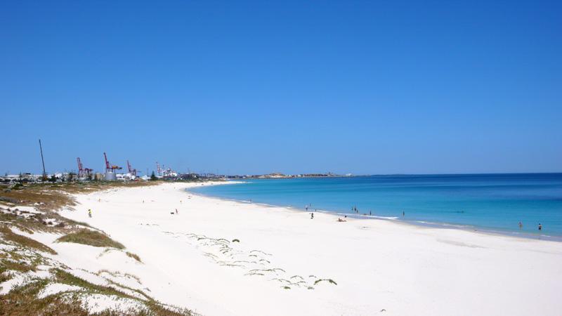 Leighton Beach (hinter den Dünen links is einer unserer Schlafplätze)